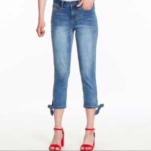 New Izod Pinup style stretch Capri Jeans with bows